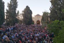 صورة 100 ألف فلسطيني أو يزيدون يؤدون صلاة العيد بالمسجد الأقصى