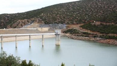صورة وزير الموارد المائية يتفقد سد بني سليمان