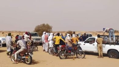 صورة العثور على جثة أحد المفقودين في صحراء أراك بعين صالح