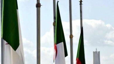 صورة حداد على الرئيس الراحل..رئيس الجمهورية ينكس العلم الوطني ثلاثة أيام