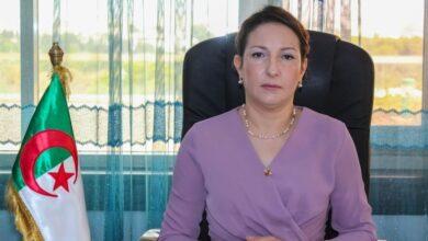 صورة وزيرة الثقافة تعزّي في وفاة الفنان رابح درياسة
